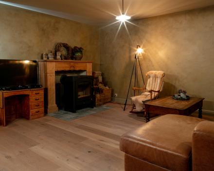 Leefruimte met authentieke houten parketvloer